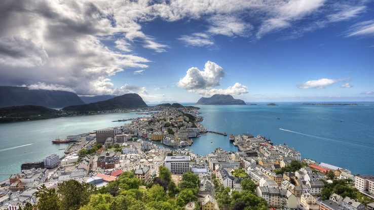 527316-clouds,cityscapes,sea,buildings,Ålesund.jpg