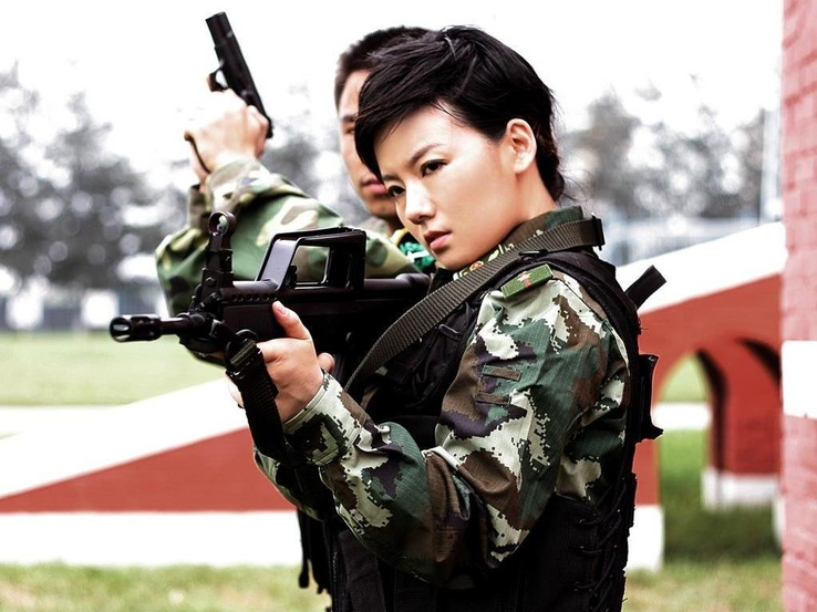 1039-women,guns,army,military,China,weapons,Asians,camouflage,Type 95.jpg