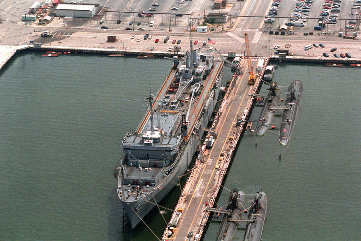 325770-dock,submarine,ships,navy,vehicles,Norfolk,shipyards.jpg