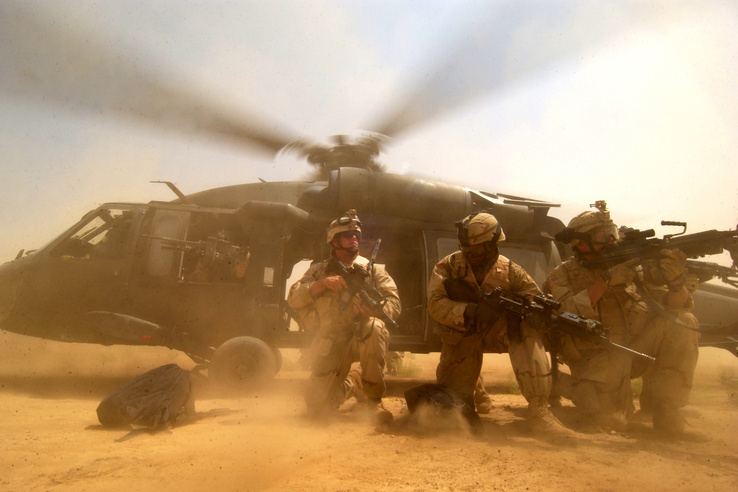 329087-soldiers,helicopters,vehicles.jpg