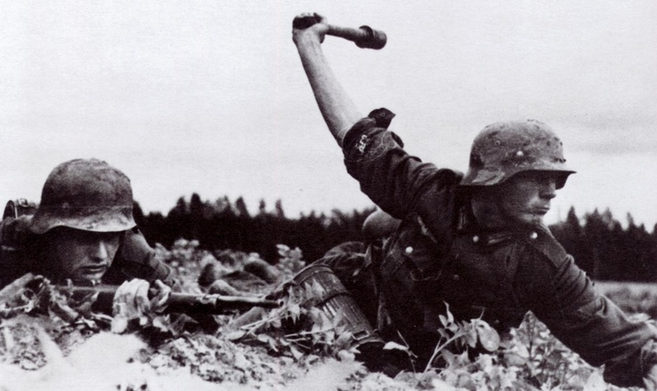 445878-soldiers,army,history,World War II,grenades.jpg