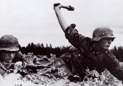 445878-soldiers,army,history,World War II,grenades