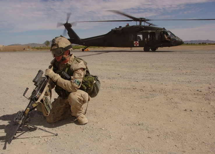 751086-soldiers,military,helicopters,Blackhawk,vehicles.jpg