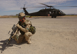 751086-soldiers,military,helicopters,Blackhawk,vehicles