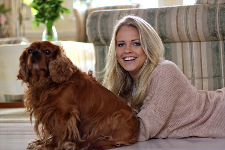 1740162-brunettes,blondes,women,blue eyes,animals,dogs,smiling,lying down,Emilie Marie Nereng,Emilie Voe Nereng.jpg