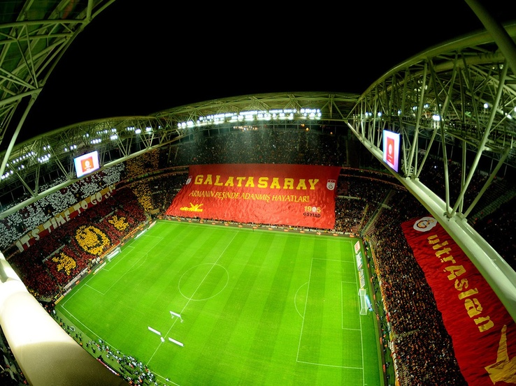 1956986-soccer,Turkey,stadium,Istanbul,Galatasaray SK,Champions League,football teams,hooligans.jpg