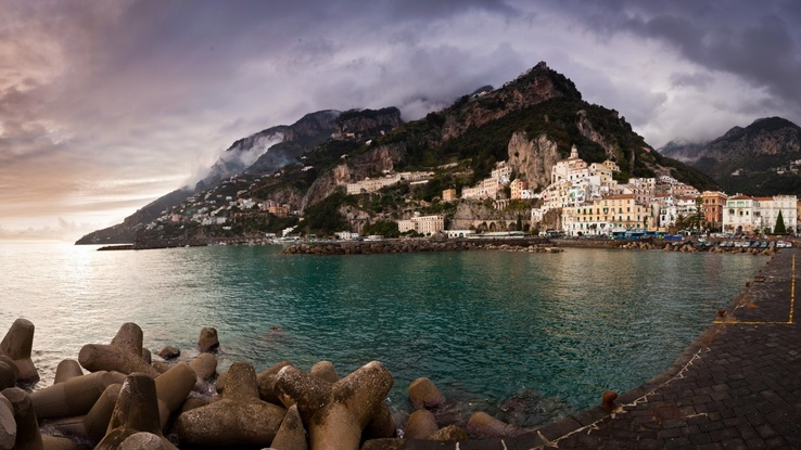 1743471-water,cityscapes,sea,town,Italy.jpg