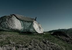 Taştan yapılmış ev