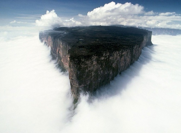Tabletop mountains in Venezuela - Venezuellada bulunan dağlar.jpg